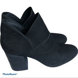 Eileen Fisher black Petal leather ankle booties 9